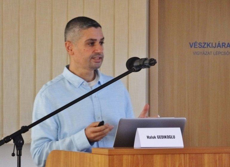 """Ekonomi Bölümü Öğretim Üyemiz Doç. Dr. Haluk Gedikoğlu Macaristan'da Düzenlenen """"Multi-Purpose Land Use Agreements in Floodplains and Flood Water Storage Reservoirs"""" Başlıklı Çalıştaya Davetli Konuşmacı Olarak Katıldı"""