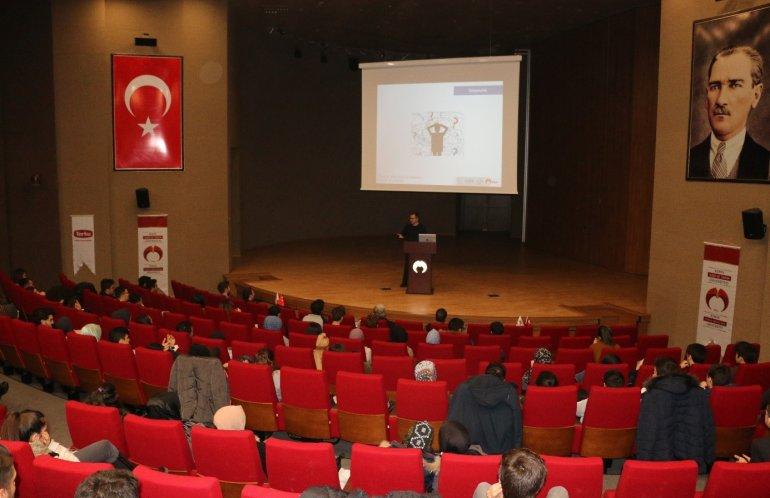 """Üniversitemizde """"Türkiye'den Silikon Vadisi'ne Örneklerle İnovasyon ve Girişimcilik"""" Başlıklı Seminer Düzenlendi"""