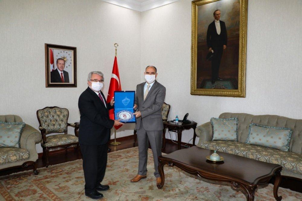 Rektörümüz Prof. Dr. Cumhur Çökmüş Konya Valiliğine Atanan Sayın Valimiz Vahdettin Özkan'ı Makamında Ziyaret Etti