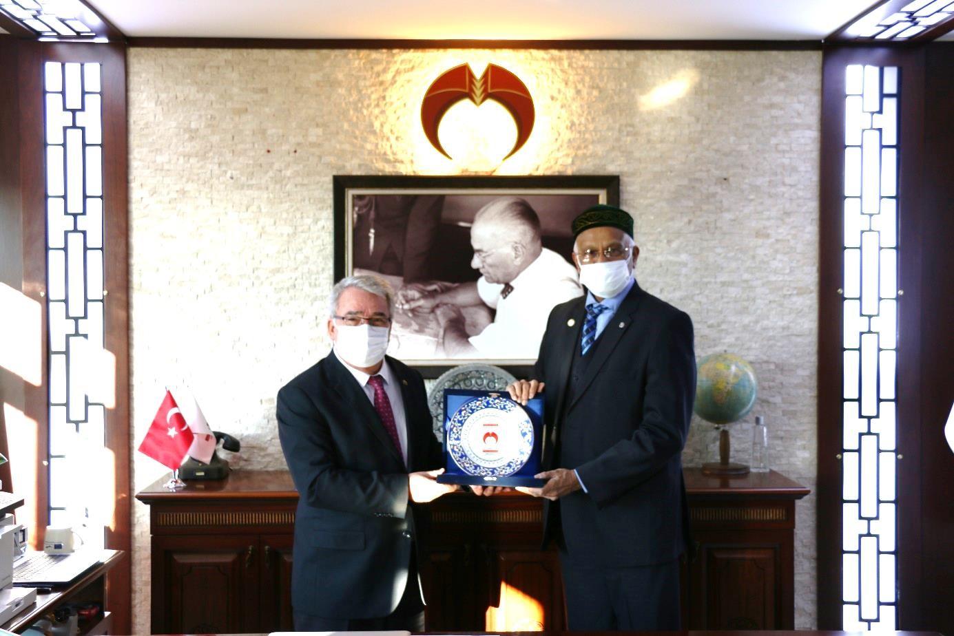 Bangladeş Büyükelçisi'nden Rektörümüz Prof. Dr. Cumhur Çökmüş'e Ziyaret