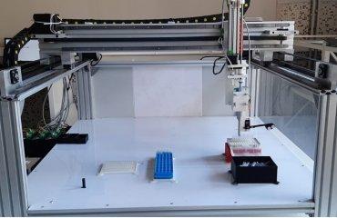 Üniversitemiz KİT-ARGEM (Yeni Nesil Gıda Kit ve Referans Madde Araştırma Geliştirme Merkezi) Laboratuvarlarında DNA İzolasyon ve Sıvı İdame Robotu Prototipi Geliştirildi