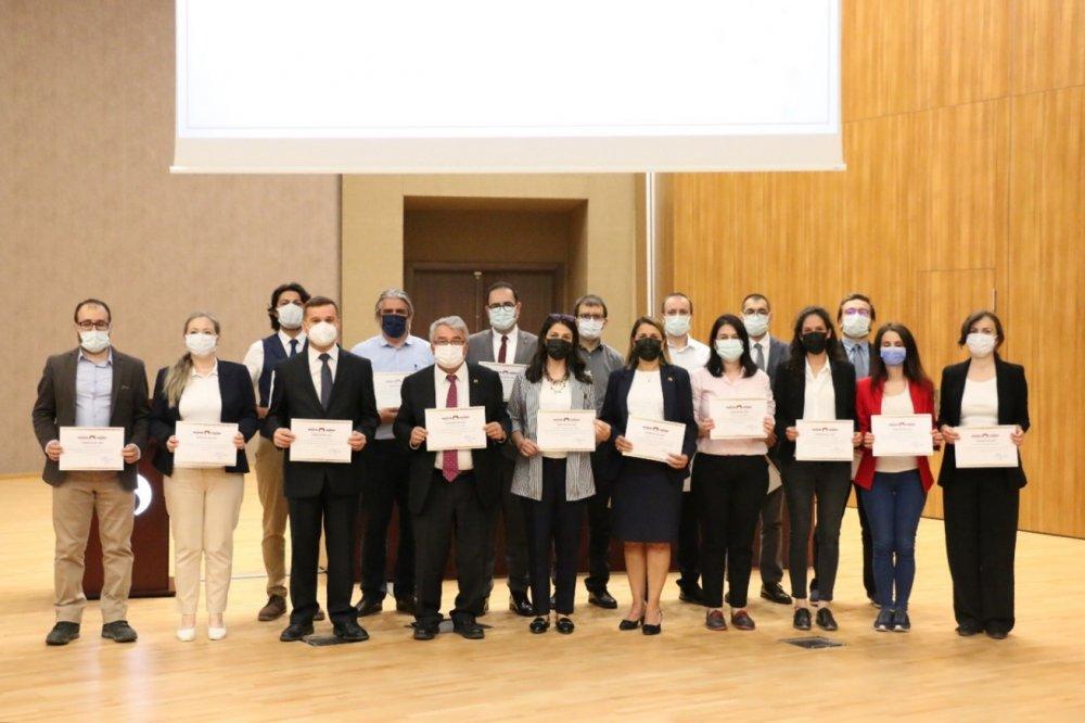 Üniversitemizde Dış Destekli Proje Yürütücülerimiz ve Lisans Öğrencilerimizin Projelerinde Danışmanlık Yapan Akademisyenlerimiz İçin Ödül Töreni Düzenlendi